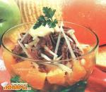 Салат мясной с апельсинами