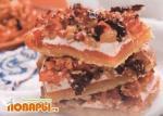 Пирожное с орехами и сухофруктами