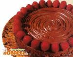 Шоколадный торт с малиновым конфитюром