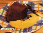 Шоколадный пирог с ванильным соусом