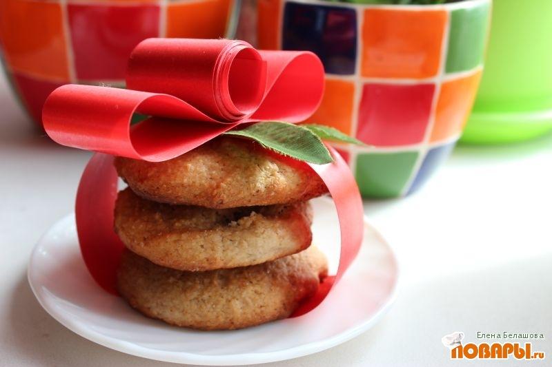 Рецепт Овсяное печенье с изюмом и яблоками