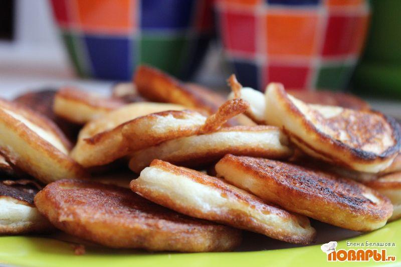Рецепт Оладьи сладкие на кефире с сиропом шиповника