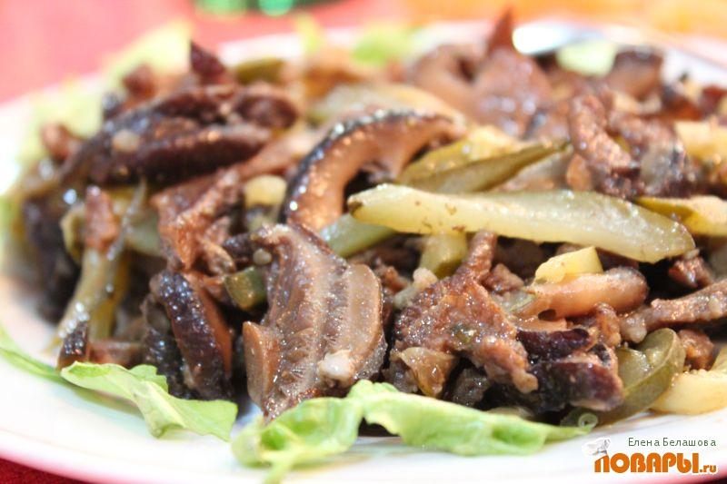 Рецепт Салат из шиитаки с солеными огурцами, луком и чесноком