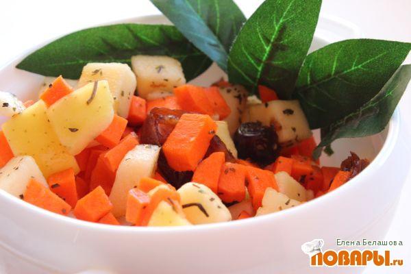 Рецепт Салат с яблоком, финиками, морковью и петрушкой