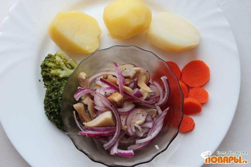 """Рецепт Соленые грузди """"по-европейски"""" с овощами и отварным картофелем"""
