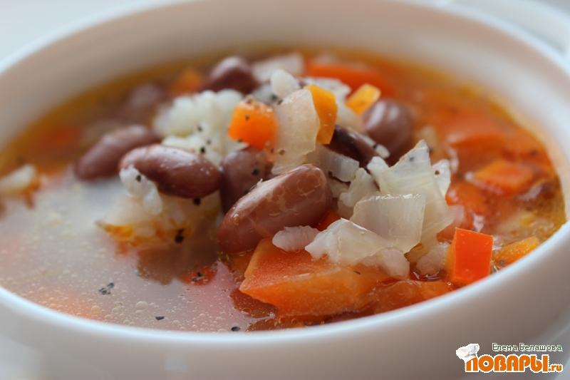 Рецепт Простой фасолевый суп с рисом и сладким красным перцем