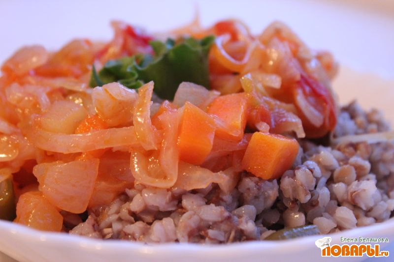 Рецепт Тушеная квашеная (салатная) капуста со стручковой фасолью, томатами и кабачком