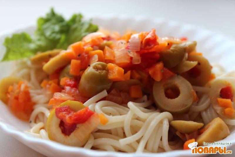 Рецепт Спагетти с овощным соусом из оливок и томатов