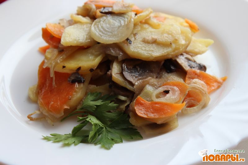 Рецепт Запеченный картофель с шампиньонами и овощами (постный вариант с растительным маслом)
