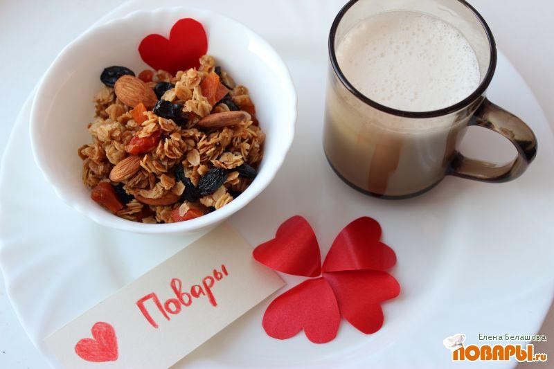 Рецепт Миндальные мюсли с миндальным молоком к завтраку