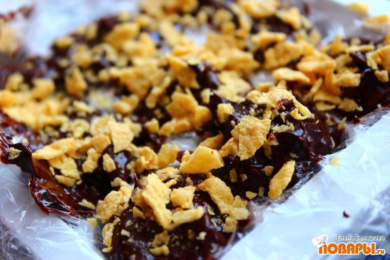 Рецепт Конфеты из черного шоколада с черносливом и орехами (на миндальном молоке)