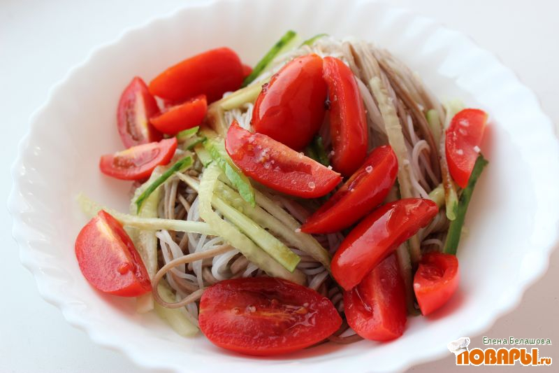 Рецепт Соба с рисовой лапшой, овощами, оливковым маслом и бальзамиком