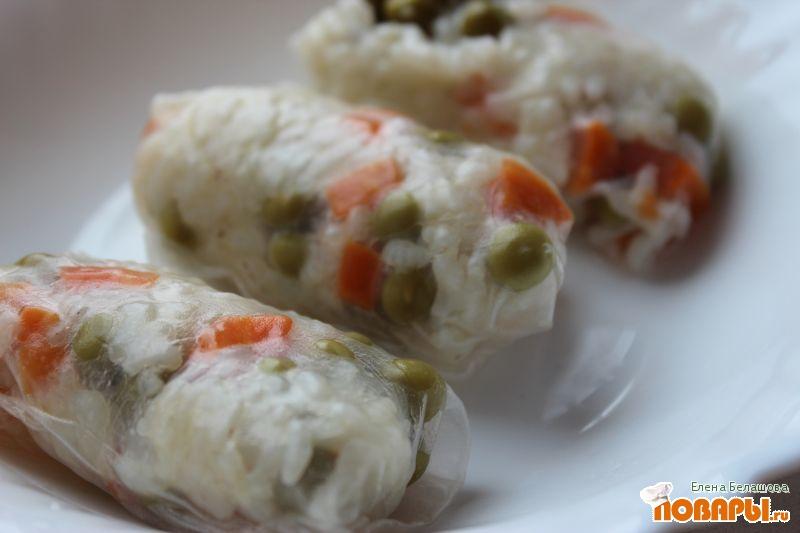 Рецепт Рисовые рулетики с горошком и морковью