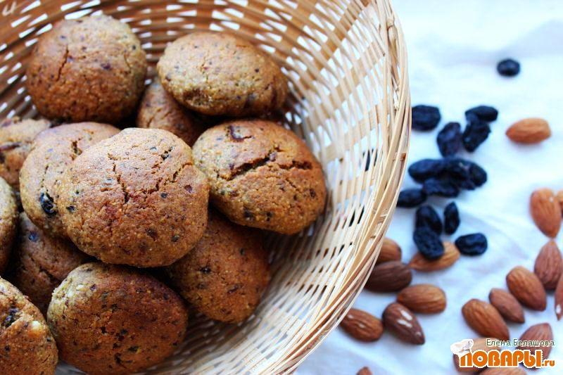 Рецепт Печенье без сахара с кукурузной мукой (постное, на финиках и изюме)
