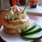 Слоеные «стаканчики» с салатной начинкой