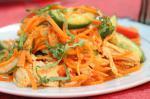 Острая фучжи с морковью и свежими овощами
