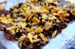 Конфеты из черного шоколада с черносливом и орехами (на миндальном молоке)