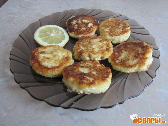 Рецепт Сырники с лимонной цедрой и изюмом