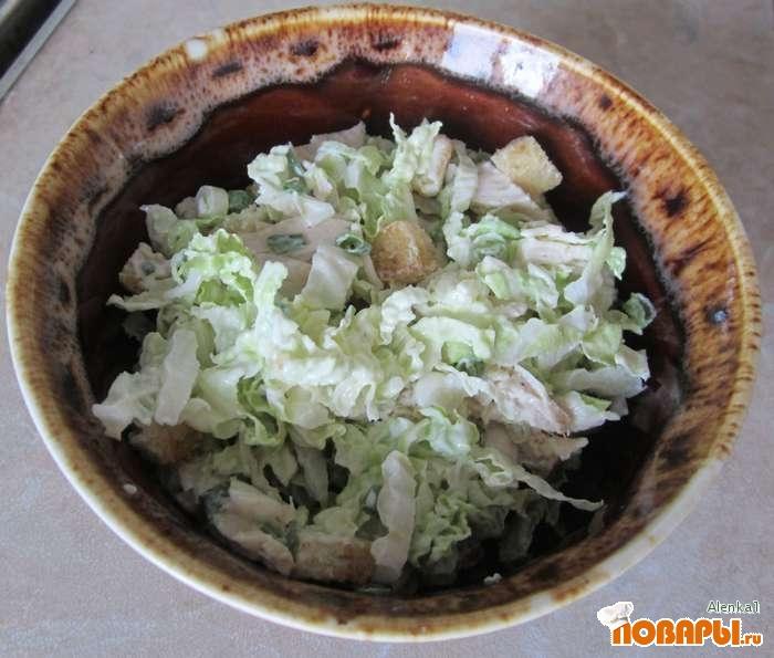 Рецепт Салат из куриного филе, пекинской капусты и белых сухариков