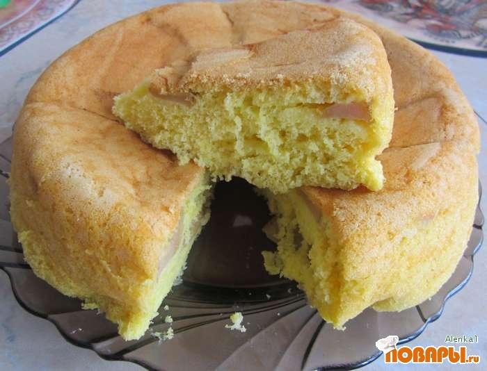 Рецепт Бисквитный пирог с яблоками, приготовленный в мультиварке