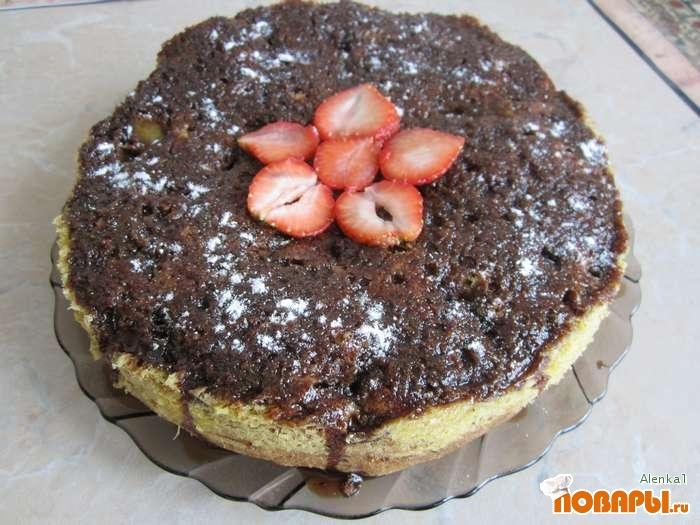 """Рецепт Торт """"Шоколадная прелесть с ревенем и клубникой"""""""