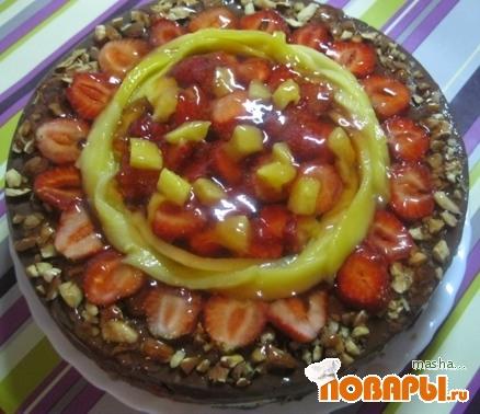 Рецепт Шоколадный торт с клубникой и миндалем