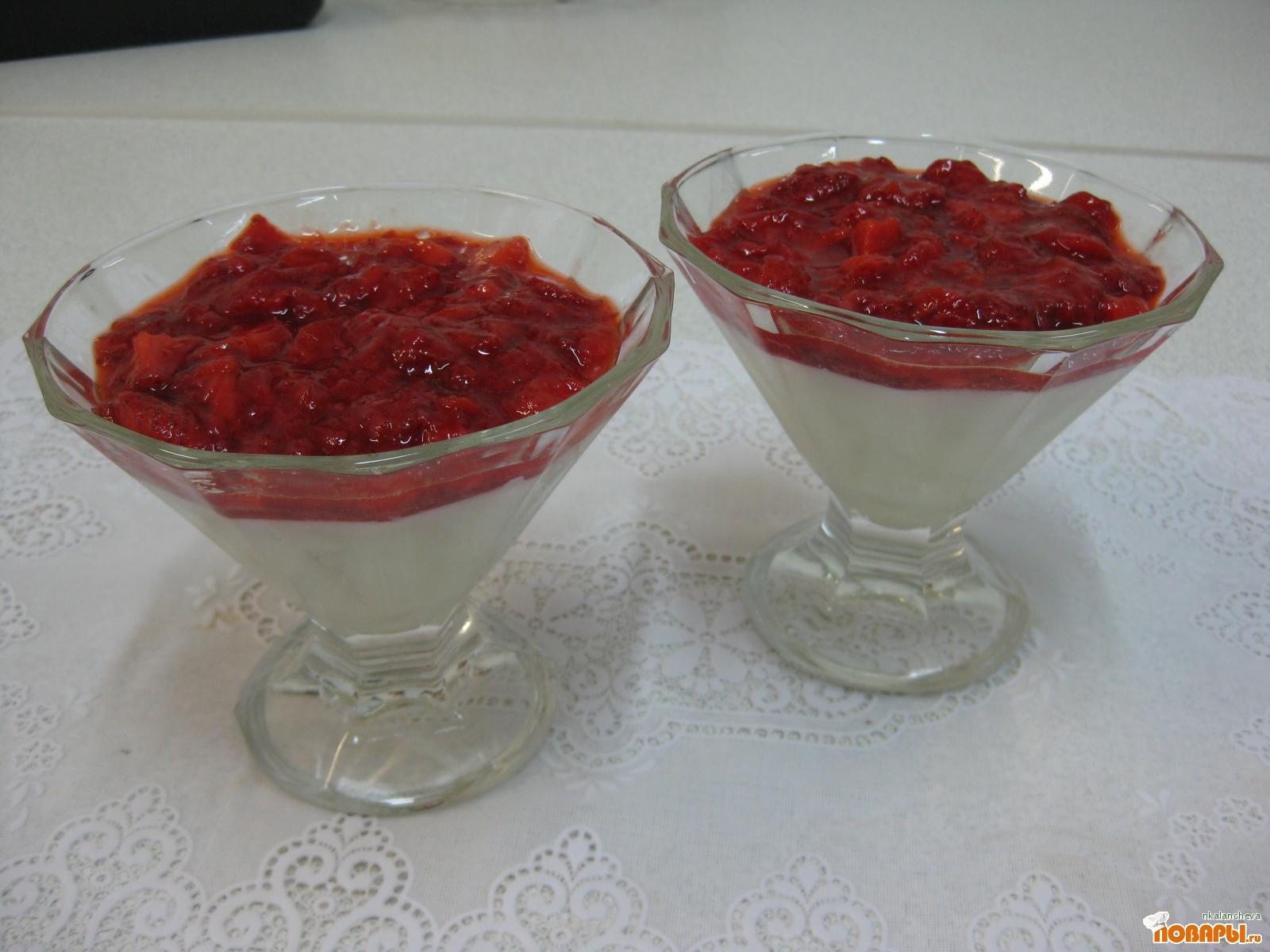 Рецепт Ванильный пудинг с джемом из свежей клубники