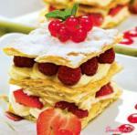 Слоеный торт «Миль-фоге» с красной ягодой