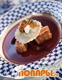 Рецепт Борщ с маринованной норвежской семгой, икрой и пельменями с капустой