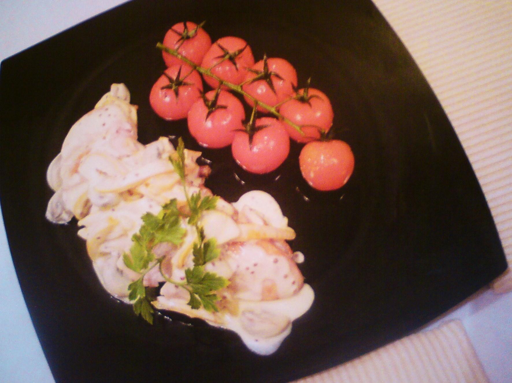 Рецепт Сочная куриная грудка под горчично-сливочным соусом
