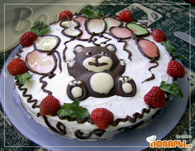 Рецепт Торт с шоколадной крошкой и клубникой.