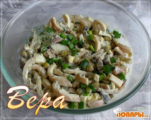 Рецепт Салат из кальмаров с грибами.
