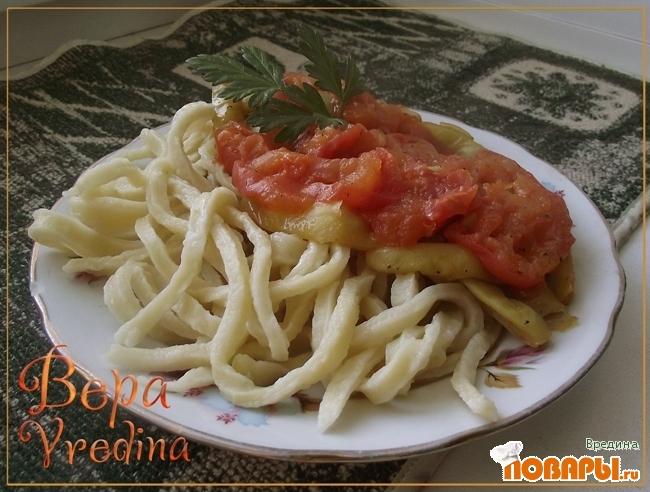 Рецепт Лапша домашняя с помидорами и зеленой фасолью по-кубински.