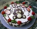 Торт с шоколадной крошкой и клубникой.