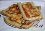 Слойки с сыром и помидорами.