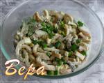 Салат из кальмаров с грибами.