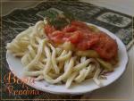 Лапша домашняя с помидорами и зеленой фасолью по-кубински.