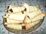 Трубочки слоёные с шоколадным пудингом.
