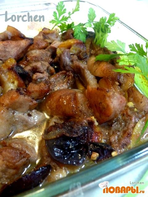 Рецепт Свинина, запеченная со сливами