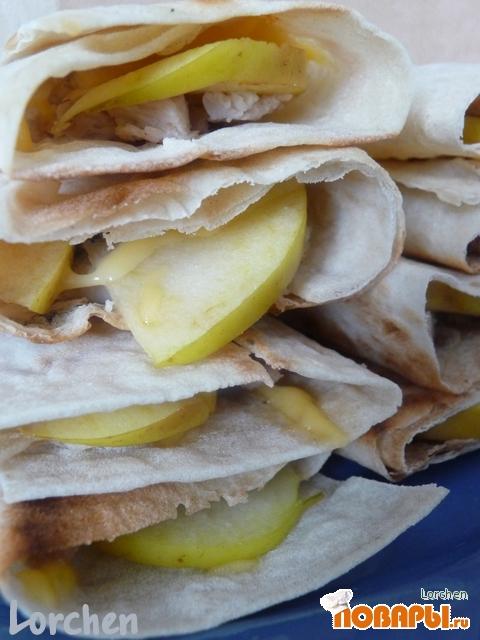 Рецепт А-ля Кесадилья с курочкой и яблоком