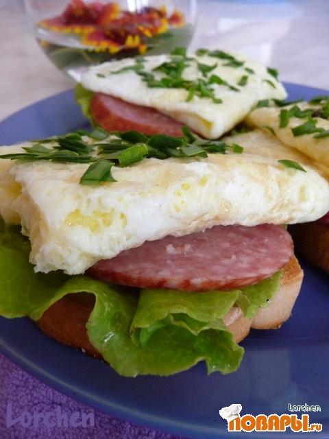 """Рецепт """"Бутерброды с салями и омлетом"""""""