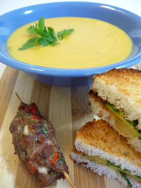 """Рецепт """"МЕРДЖИМЕК ЧОРБАСЫ"""" или Простой турецкий суп-пюре из чечевицы с кебабами и тостами с сыром и зеленью"""