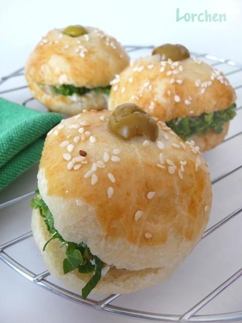 Рецепт Турецкие булочки с оливками и брынзой