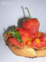 Гренки с фруктовым салатом