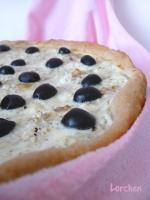 Пирог с творогом, брынзой и маслинами