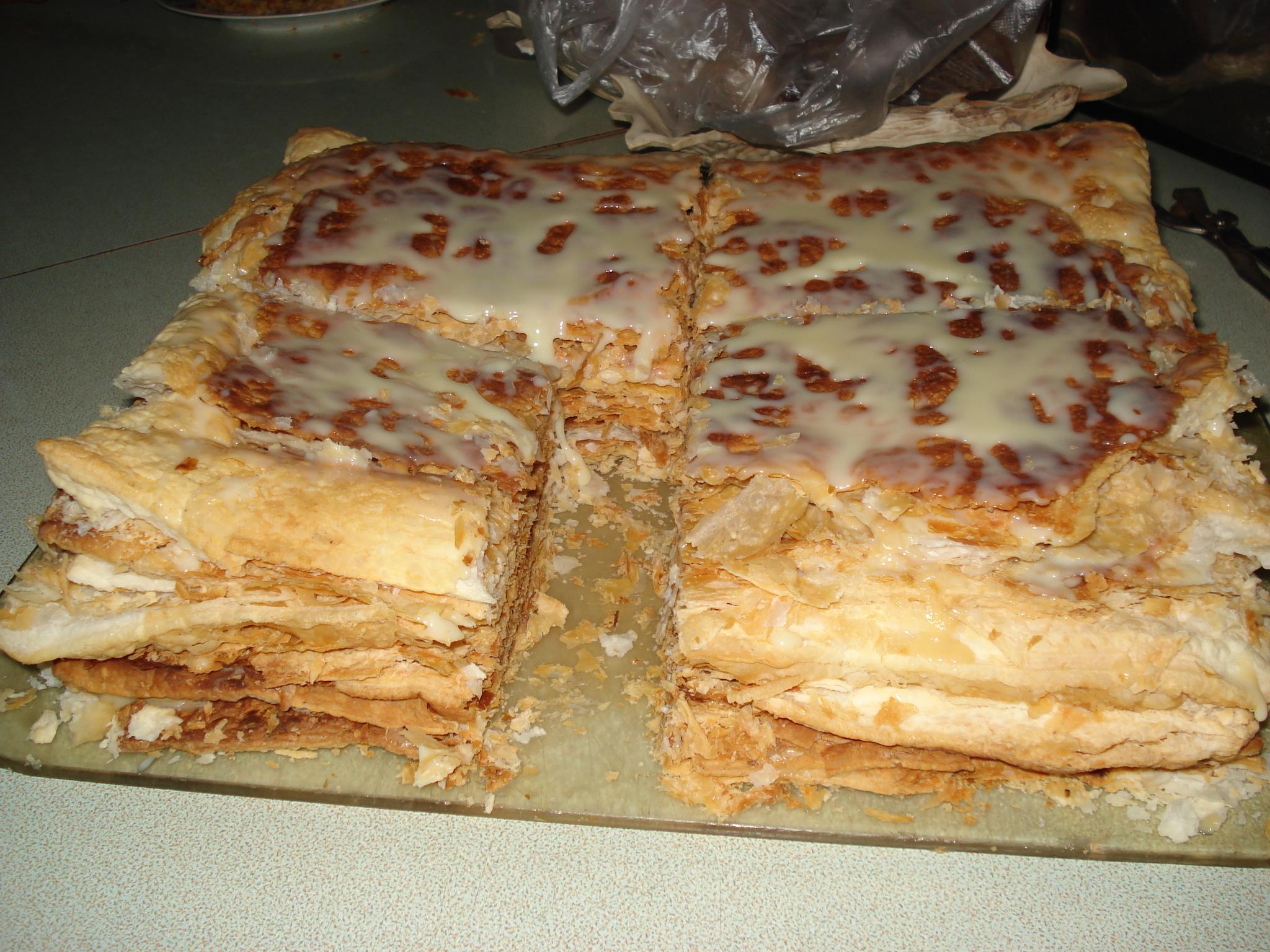 Пирог из готовых слоеных коржей