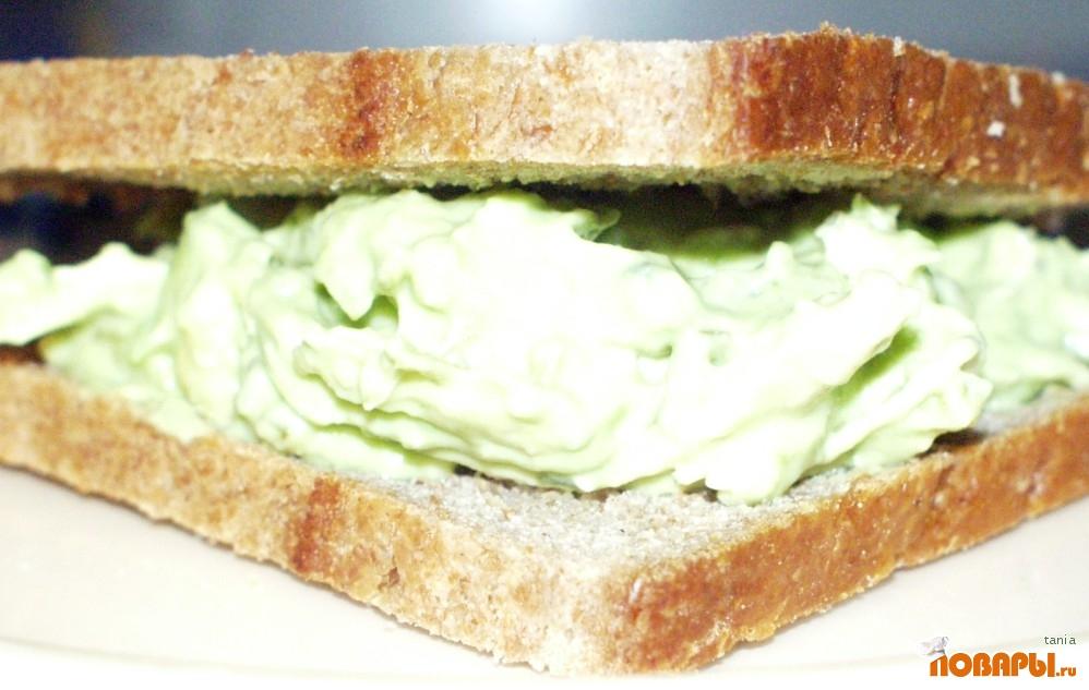 Рецепт Бутерброд с авокадо и курицей.