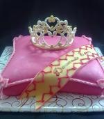 Подушка с диадемой для маленькой принцессы